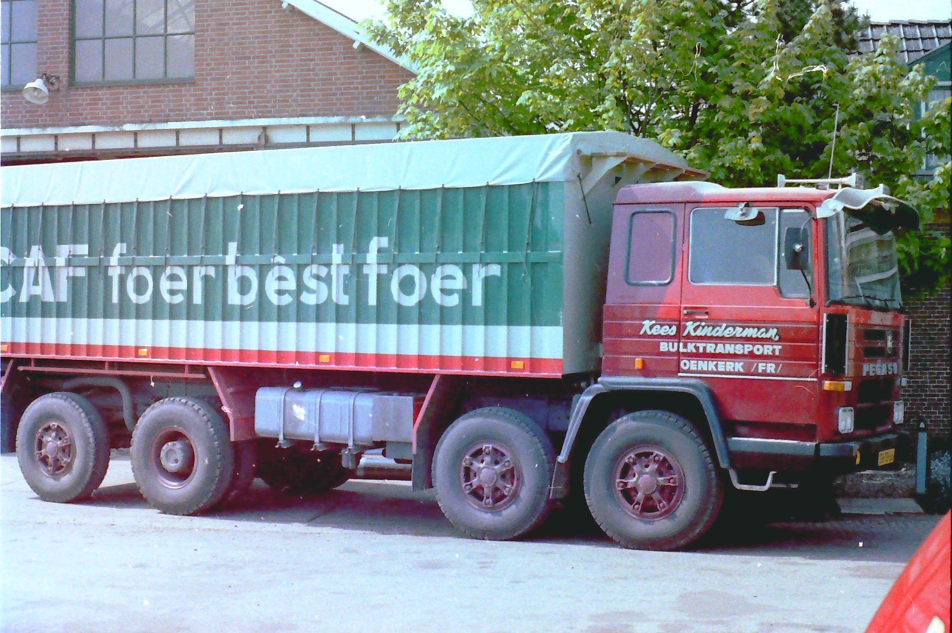 PEGASO-was-een-kipperbak-met-Bulkinstallatie-opgebouwd-door-Rondaan-in-Beetgum-voor-Kees-Kinderman-Bulktransport-uit-Oenkerk-rijdend-voor-de-CAF-1