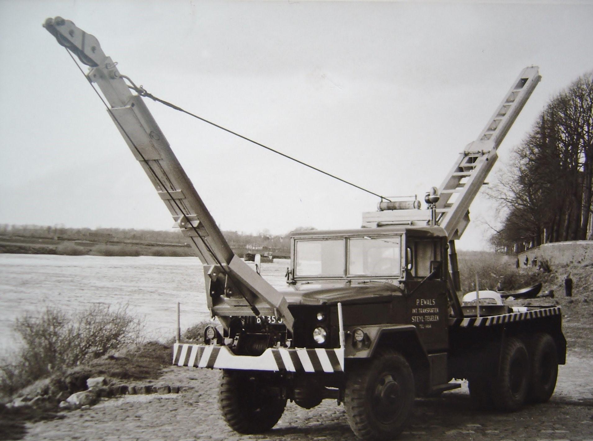 Reo-aan-de-Maas-op-Steyl--Klaar-voor-de-eerste-inzet-begin-jaren-60---Pim-Ewals-foto