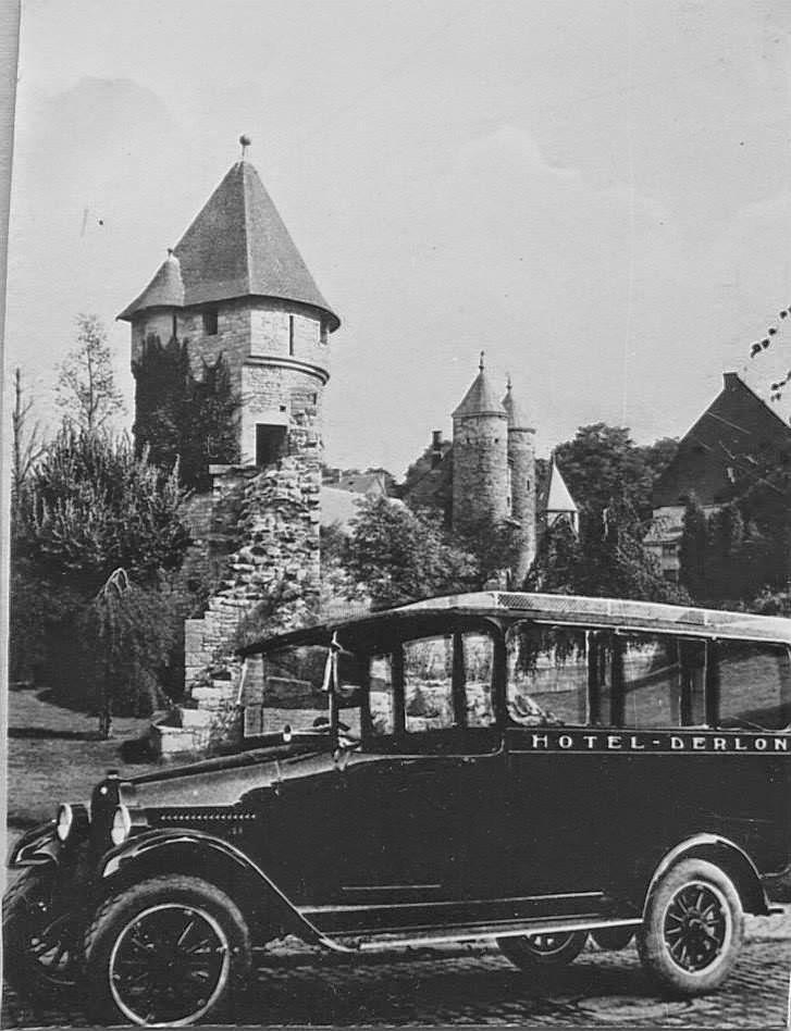 1930--Hotel-Derlon-met-eigenbus