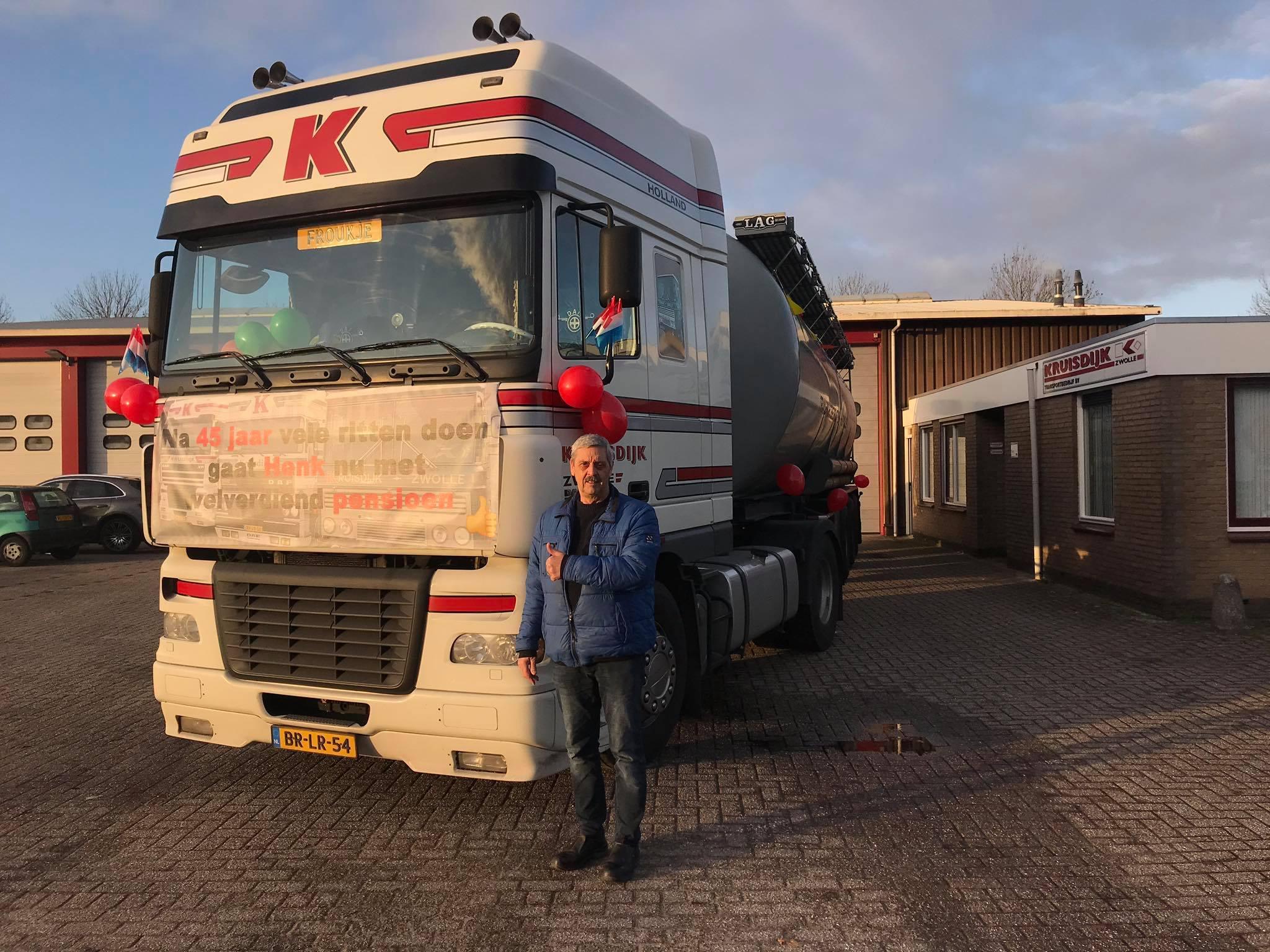 29-11-2019-Na-45-jaar-als-chauffeur-is-vandaag-de-laatste-officiele-werkdag-van-Henk-Schoemaker-Henk-bedankt-voor-alles-en-geniet----3