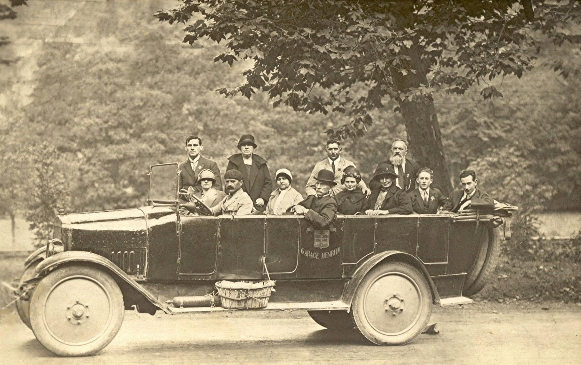 ca-1926-met-enkele-van-mijn-voorouders-Pereboom-bij-kasteel-Borgharen-