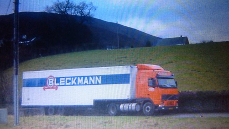 volvo--Bleckmann-met-trekker-in-TNT-kleuren--dit-was-kort-na-de-overname-van-Bleckmann-door-TNT-