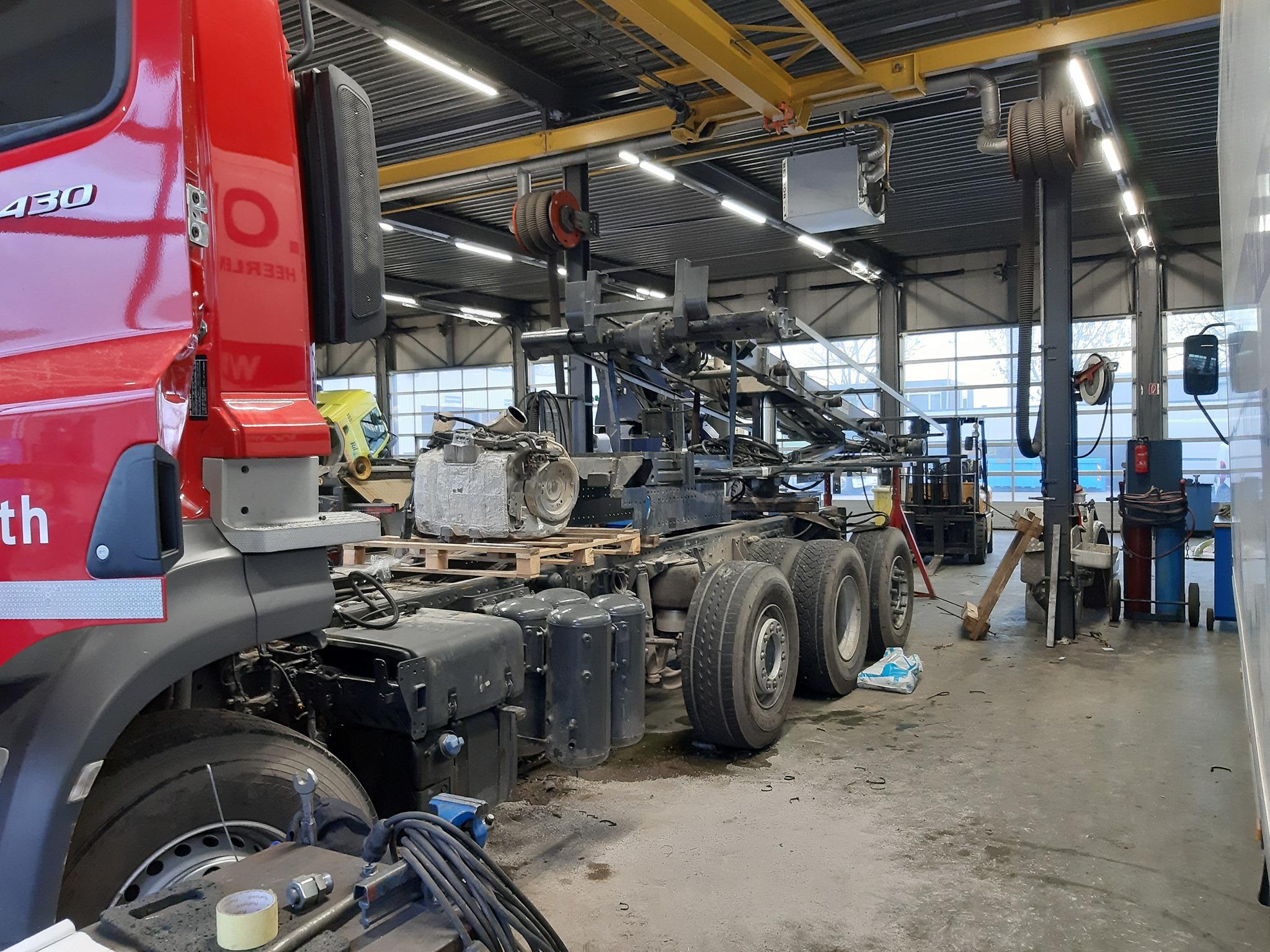 2-Zorgvuldig-heeft-onze-hydrauliek-constructieafdeling-de-kraan-en-het-kabelsysteem-van-elkaar-gescheiden-(1)