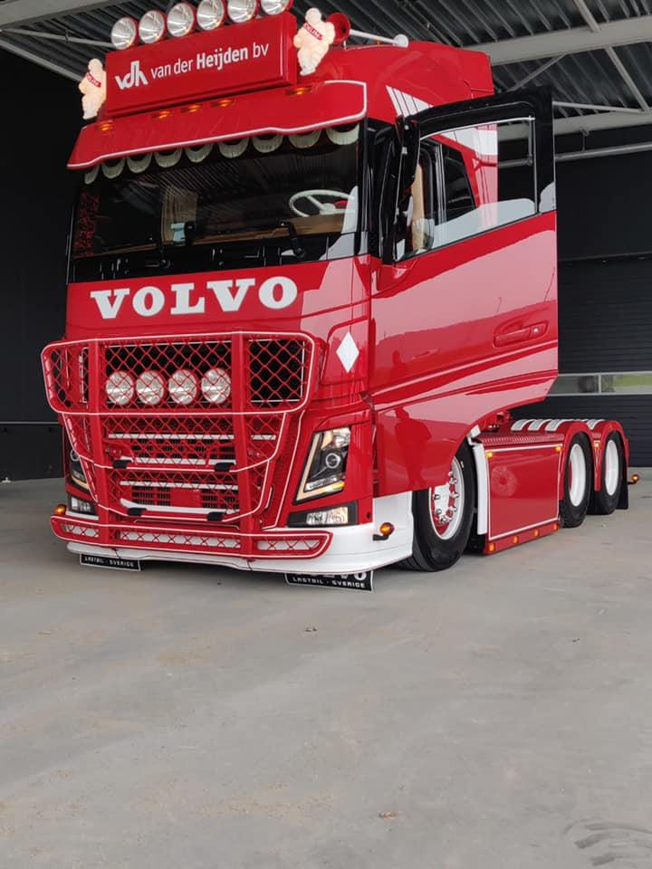 Volvo-als-eerbetoon-aande-pas-overleden-Servaas--van-der-Heijden--chauffeur-Niels-Wouters-7-5-2021-(1)