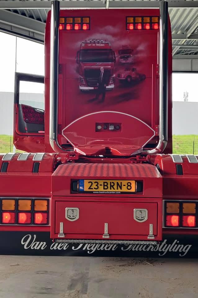 Volvo-als-eerbetoon-aande-pas-overleden-Servaas--van-der-Heijden--chauffeur-Niels-Wouters-7-5-2021-(3)