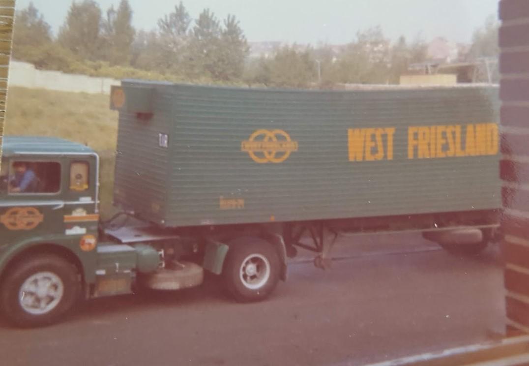 Louis-met-de-Fiat-en-kasten-trailer