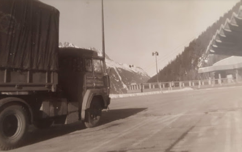 Magirus-Deutz-bij-de-tunnel