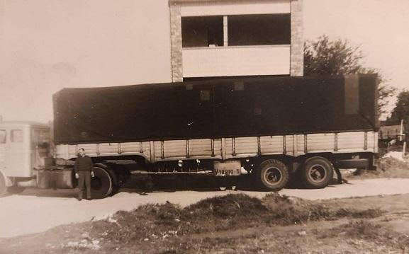 Scania-Vabis-met-het-zware-zeil