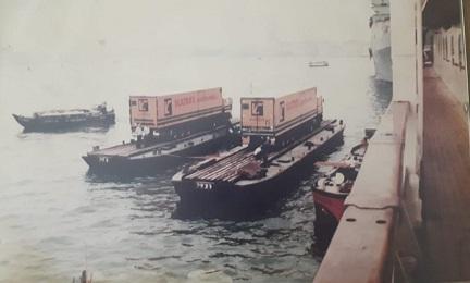 A-Lex-Groenwoud--elite-werk-schepen-die-niet-in-de-haven-konden-en-toch-werden-bevooraad--(2)