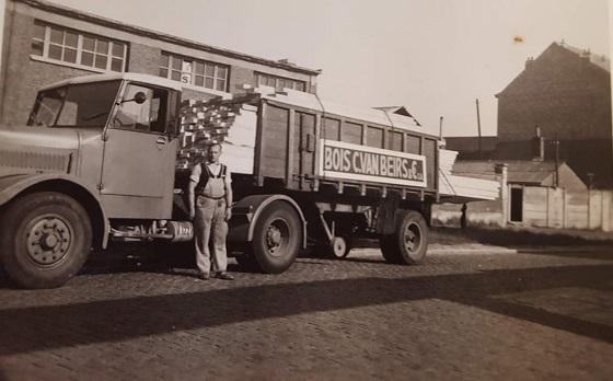 Mijn-vader-zijn-eerste-trekker--Grosley--Gekocht-in-NL--diende-als-trekker-voor-trailer-die-dienst-deed-als-tram--Martelange-was-puffen
