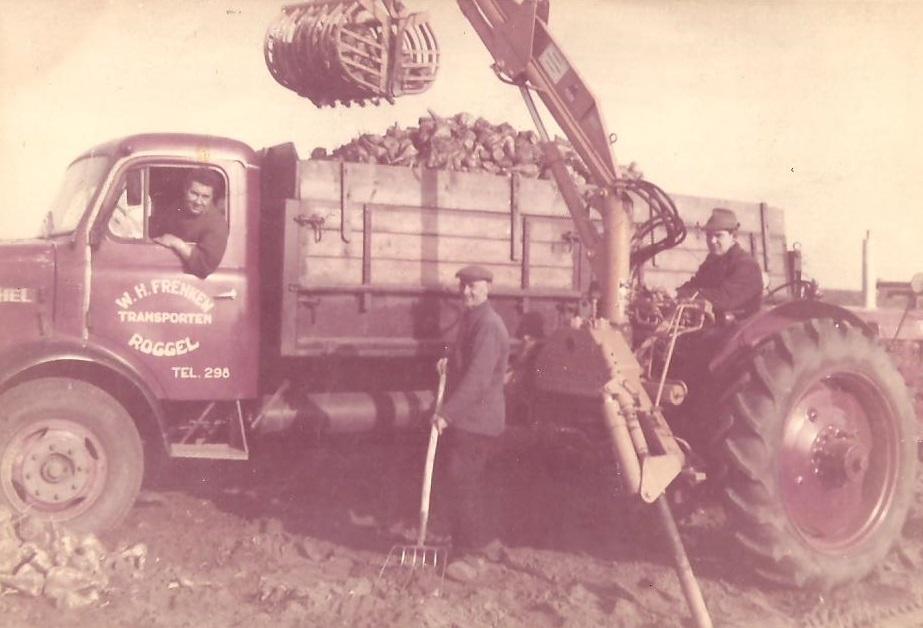 Henschel--Mijn-broer-wiel-in-de-henchel-ik-Wiet-Frenken--op-de-tractor
