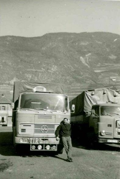 chauffeur-Jan-van-Hoof-met-de-Mercedes-Jack-de-Moor-archief
