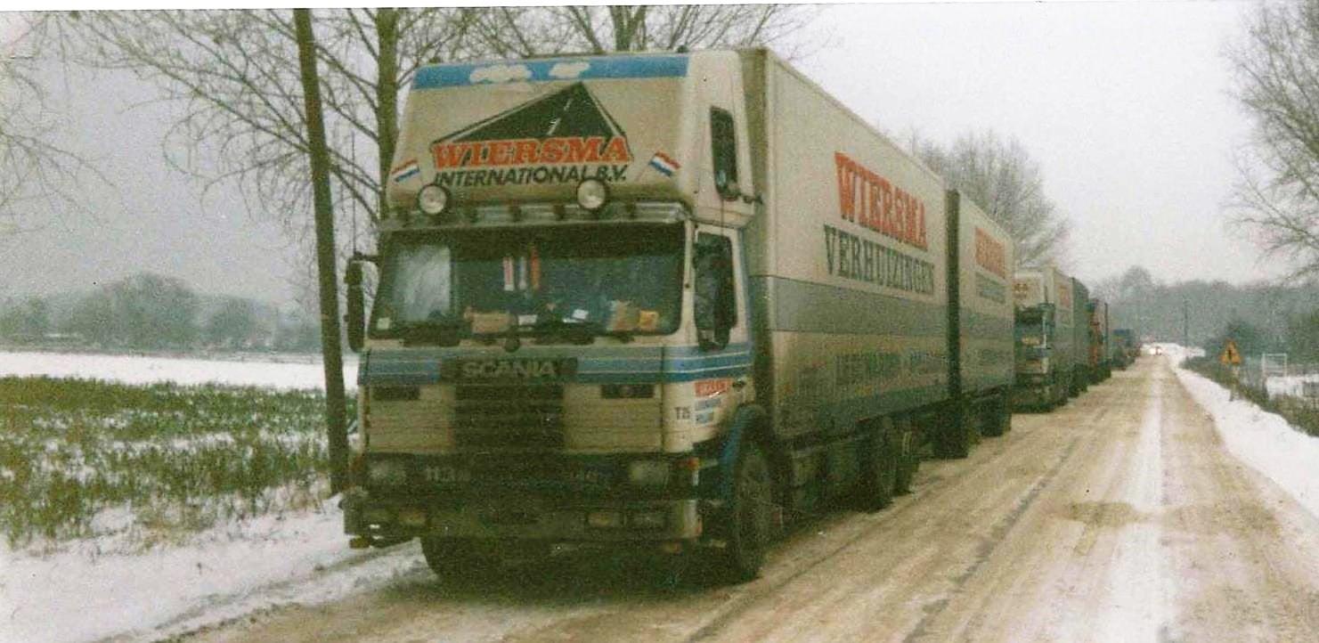 Scania-Drie-Combinaties-met-aanhangwagen-aan-de-Wit-Russische-Grens--