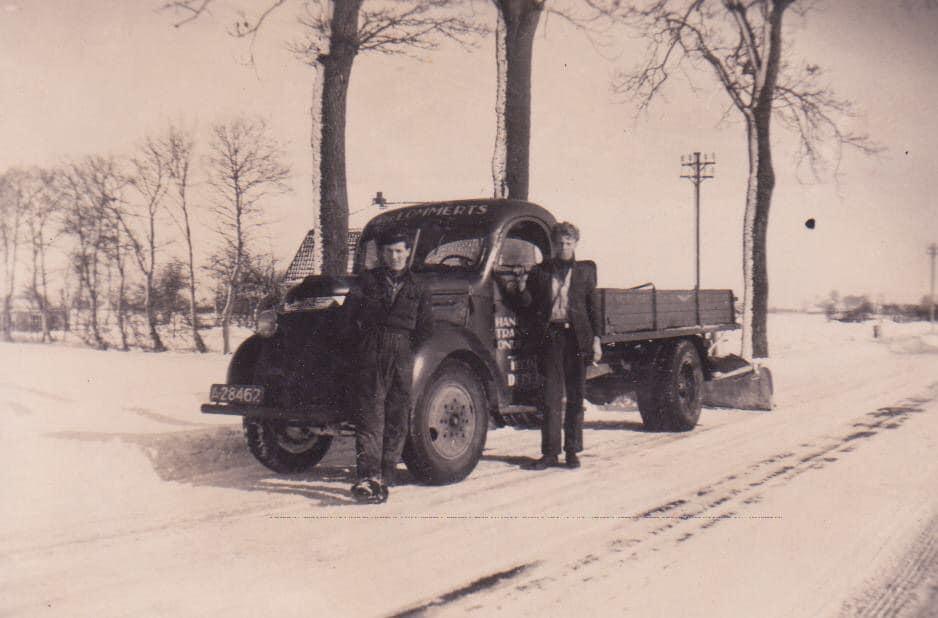 Sneeuw-ruimen-in-de-jaren-dertig-veertig-Haeije-Andringa-foto--(1)