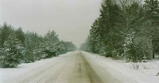 Winter-op-de-route-naar-RUSLAND--daar-werd-gestrooid-met-rood-zand--en-dat-kun-je-aan-de-vrachtwagens-zien---20-en-5-tot-10-prcent-benzine--(5)