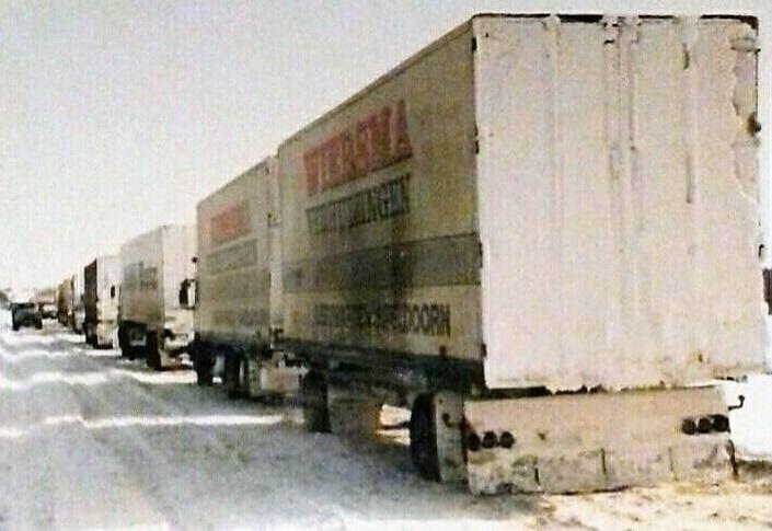 Winter-op-de-route-naar-RUSLAND--daar-werd-gestrooid-met-rood-zand--en-dat-kun-je-aan-de-vrachtwagens-zien---20-en-5-tot-10-prcent-benzine--(9)