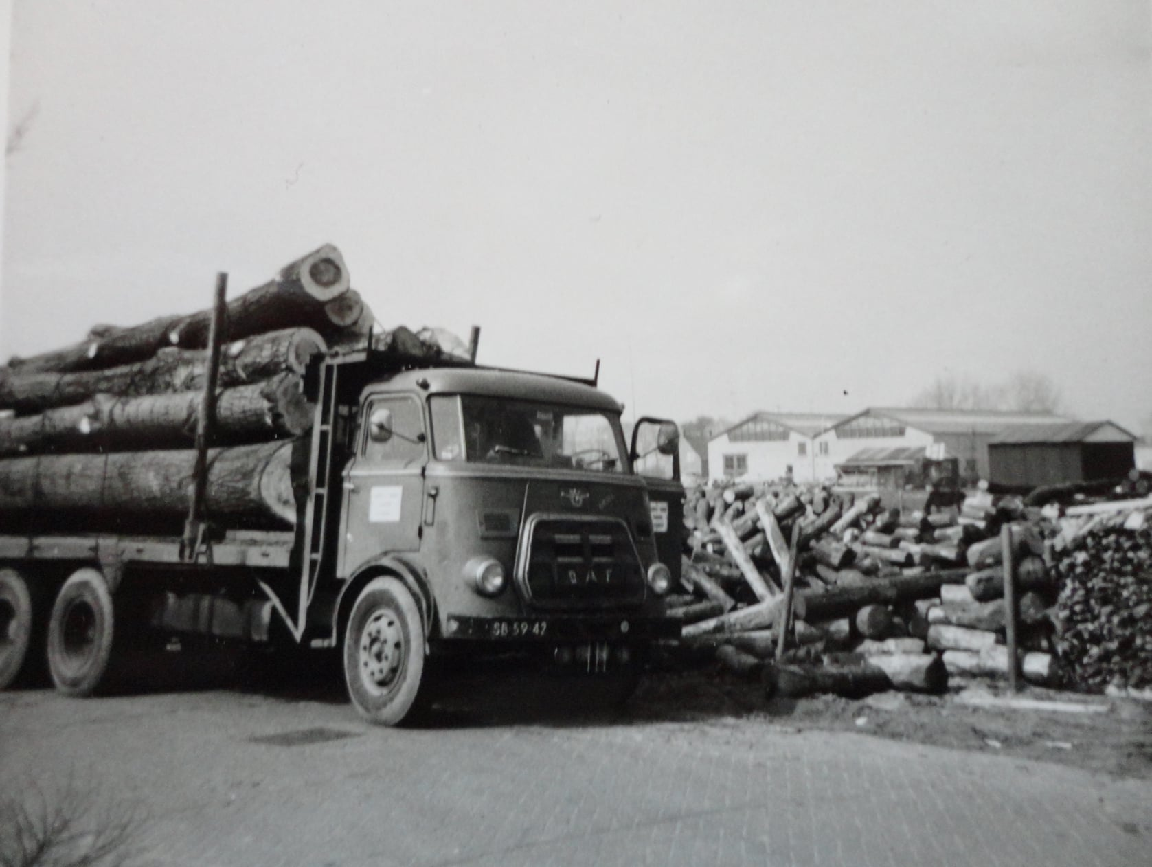 Jan-Groen-met-hout-transport--(1)