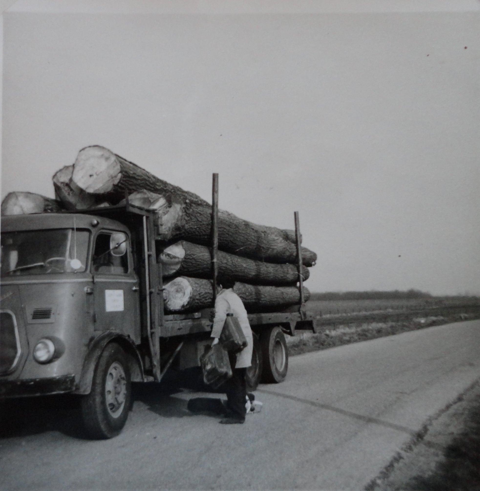 Jan-Groen-met-hout-transport--(2)