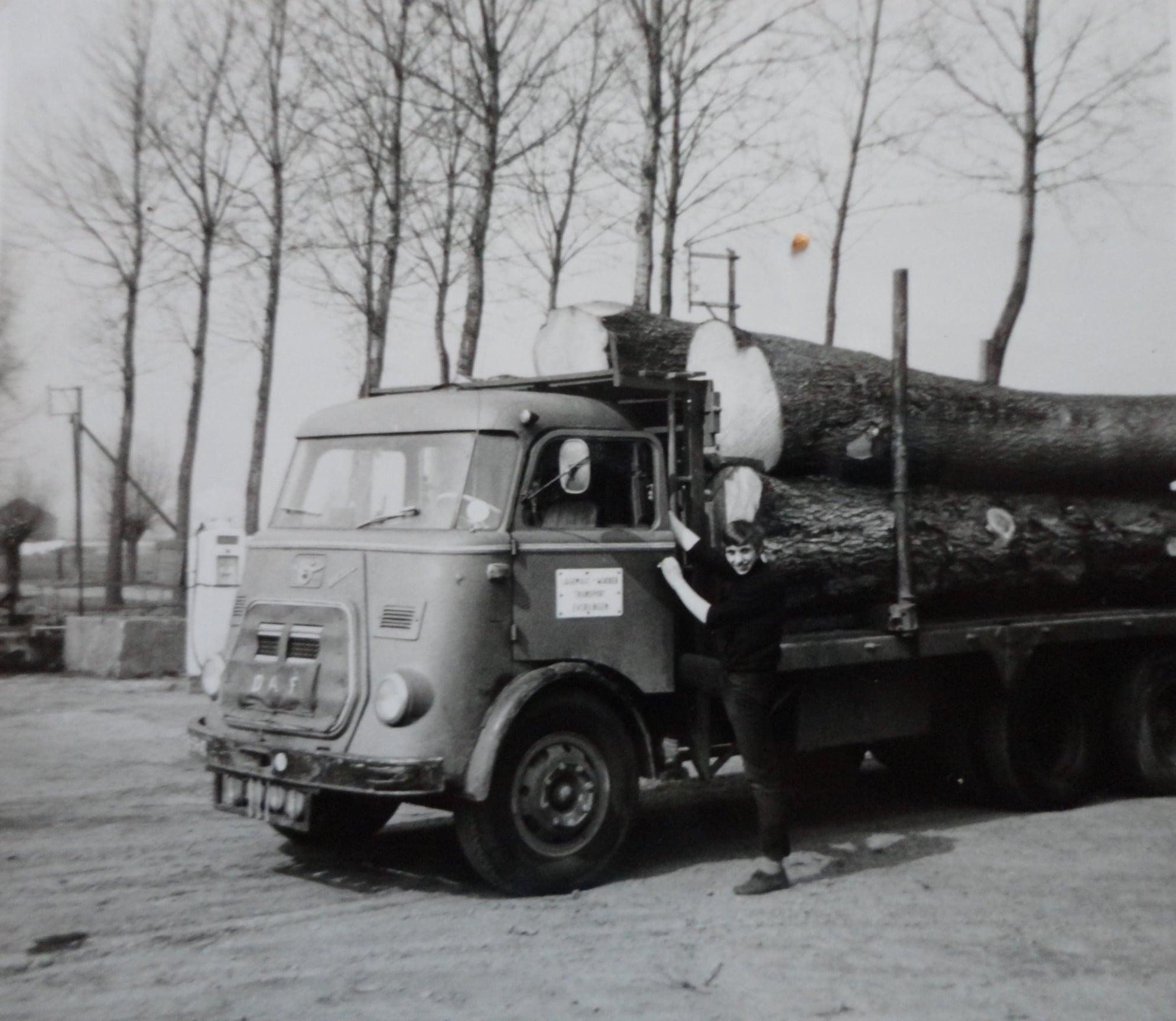 Jan-Groen-met-hout-transport--(3)