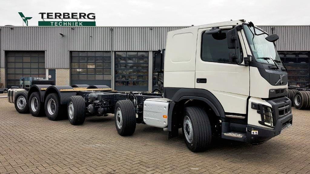 Volvo-FMX-12x4-8-met-Terberg-X-Track--hydraulische-wielaandrijving--op-de-as-1-en-2-tbv--extra-tractie-voor-Finland-(2)