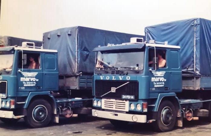 Volvo--links-de-eerste-wagen-bij-het-bedrijf-van-Peter-Verwijmeren-foto-Ed-Huijbrechts-