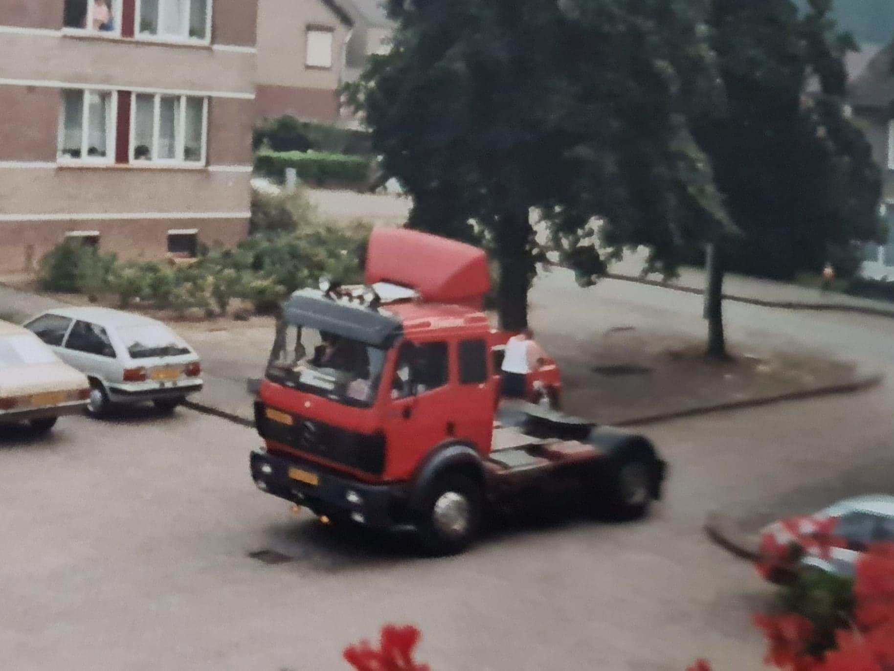 Bennie-Tijssen-met-de-Mercedes-van-de-boma-(2)