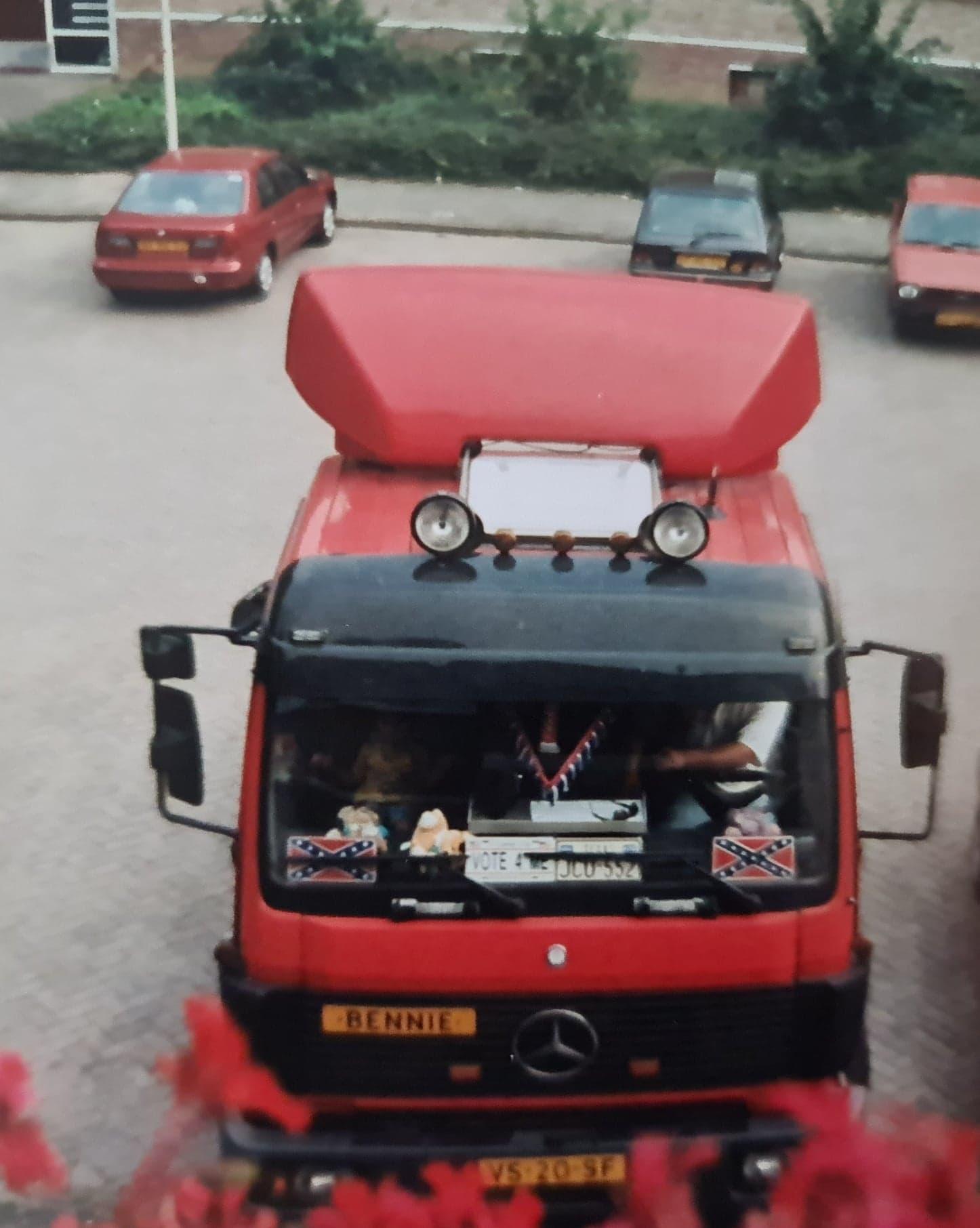Bennie-Tijssen-met-de-Mercedes-van-de-boma-(3)
