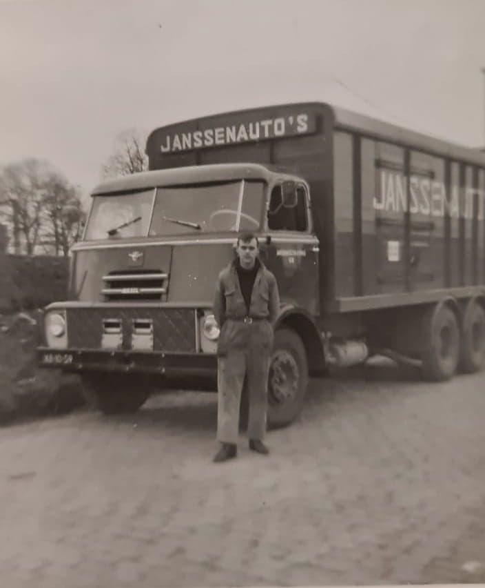Chauffeur-Tijssens--mijn-vader-bij-Janssen-Maastricht--Benie-archief--