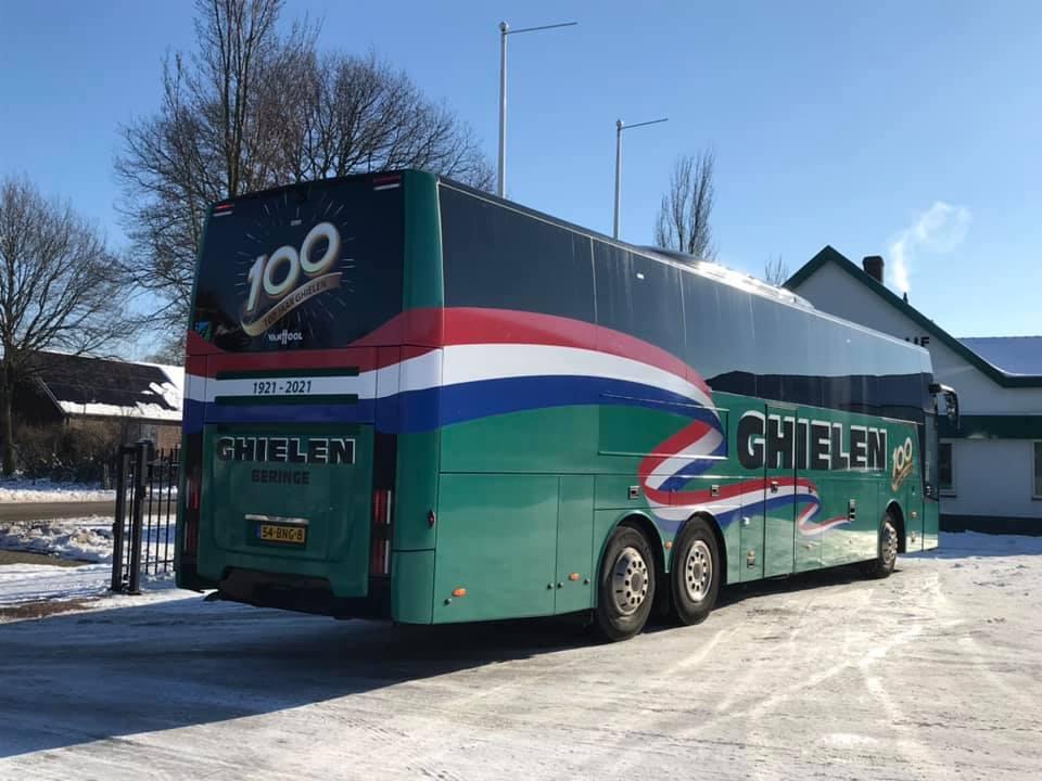 Ghielen-Touringcarbedrijf-bestaat-dit-jaar-100-jaar--De-292-is-afgelopen-week-voorzien-van-een-feestelijke-bestickering-(2)