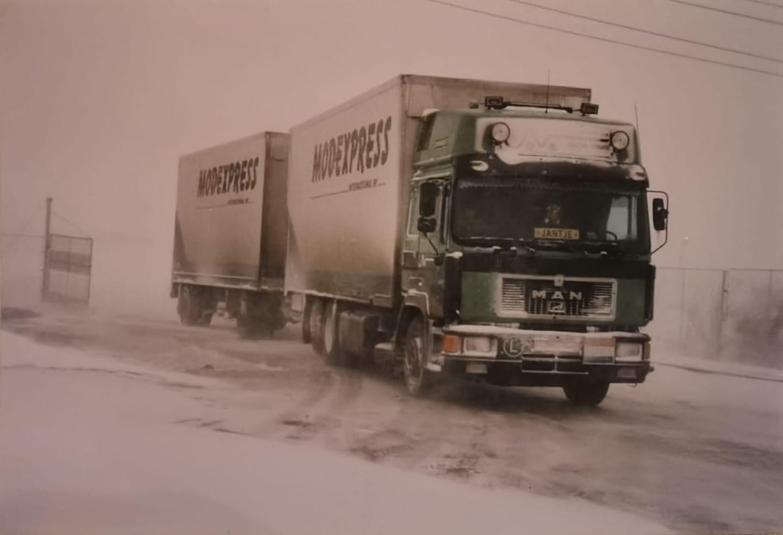Jan-Coenen--Dit-was-in-1995-op-weg-naar-Bulgarije-dit-is-bij-Jan-Verhaegh-Bucarest--28-kon-er-net-komen-hebben-er-4-dagen-gebivakkeerd-van-kantoor-konden-ze-nog-niet-naar-huis