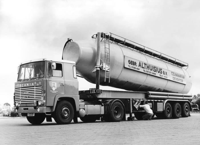 Scania-110-super--de-eerste-kippende-bulkwagen-1972