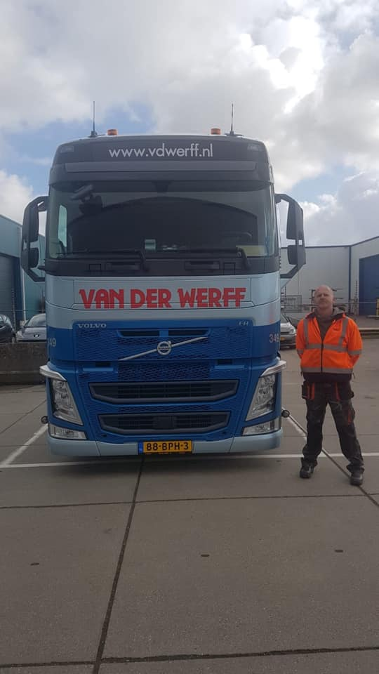Volvo--(2)