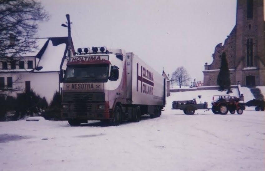 Christiaan-Wagenaar--Rieten-mandjes-laden-in-zuid-polen--1995--(1)