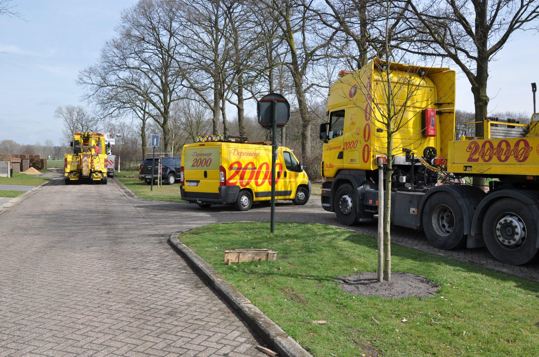 17-4-2013-wagen-met-progaangas-midden-in-het-veld-gekanteld-Wuustwezel-(7)