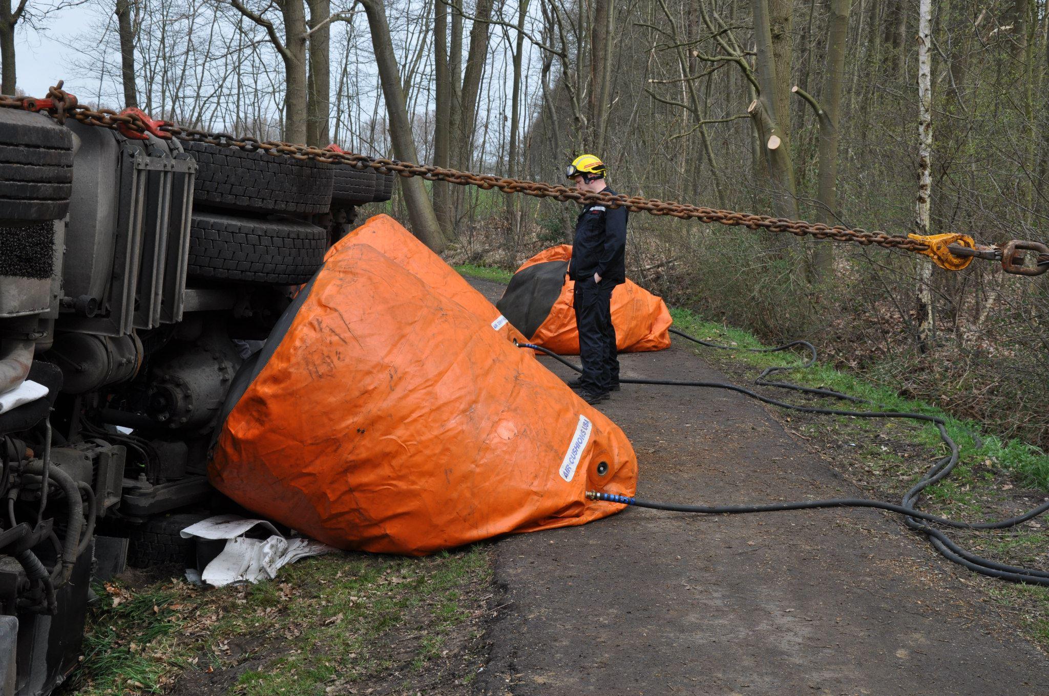 17-4-2013-wagen-met-progaangas-midden-in-het-veld-gekanteld-Wuustwezel-(9)