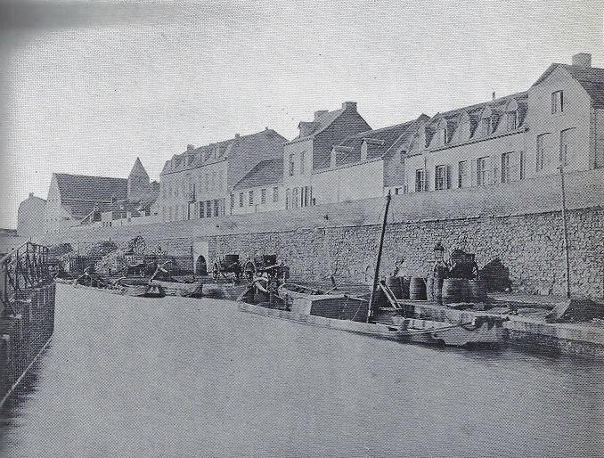 Onze-Lieve-Vrouwenwal-kanaal-naar-Luik-1884-met-het-poortje-van-en-naar-Bonhomme