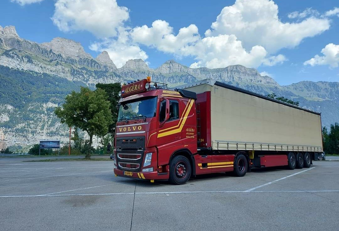 Volvo-met-trailer-nr-24