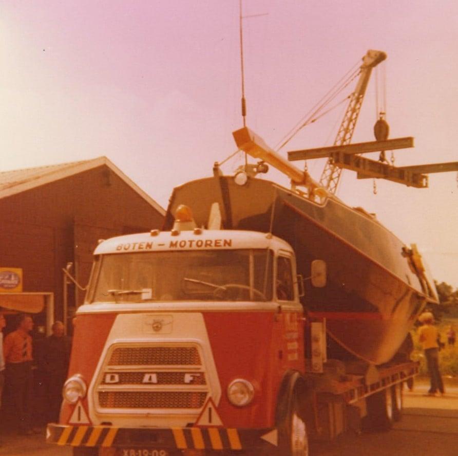 0-Transport-Westerdijk-zeilschouw-van-Anjum-naar-Jachtwerf-Bolt-op-het-Buitenstvallaat-Oude-vaste-kraan-(1)