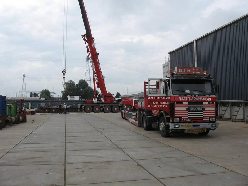Scania-Loodstender-uit-vrachtschip-overladen--L-21-mtr-B-6-mtr-4-8-2012-(5)