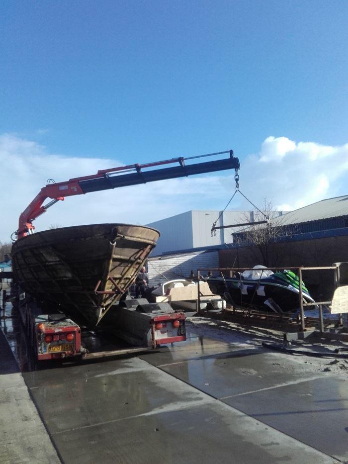 Scania-met-afvoer-van-boot-dat-pijn-doet-(1)