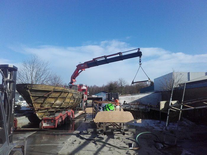 Scania-met-afvoer-van-boot-dat-pijn-doet-(2)