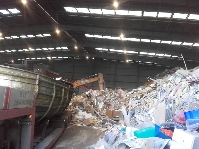 Scania-met-afvoer-van-boot-dat-pijn-doet-(3)