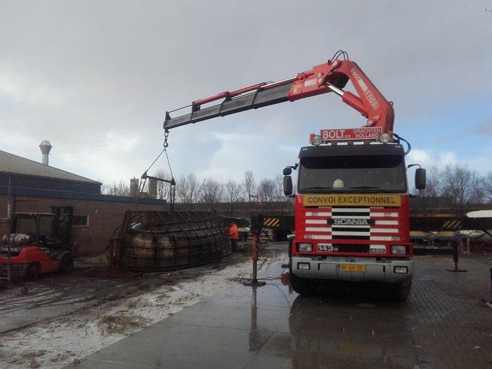 Scania-met-afvoer-van-boot-dat-pijn-doet-(4)