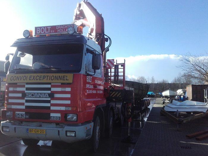 Scania-met-afvoer-van-boot-dat-pijn-doet-(5)