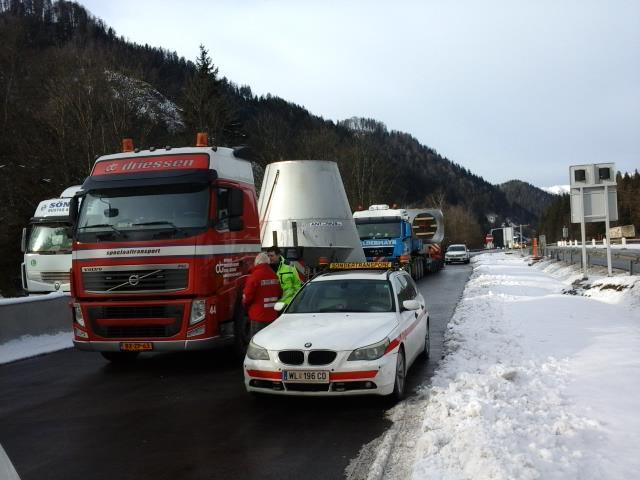 Breedte-transport-Maasbracht-Lieboch-A-20-1-2015-(3)