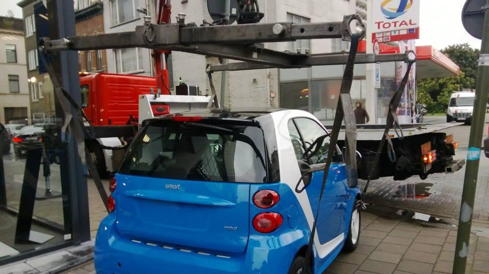2-9-2013-Smart-op-het-dak-zetten-Borgerhout-Antwerpen-(1)
