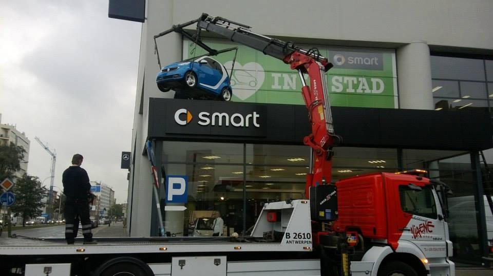2-9-2013-Smart-op-het-dak-zetten-Borgerhout-Antwerpen-(2)