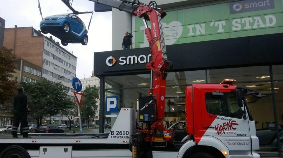 2-9-2013-Smart-op-het-dak-zetten-Borgerhout-Antwerpen-(3)