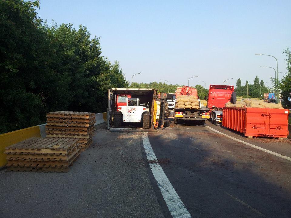 9-7-2013-20-ton-Cacaobonen-Luithagen-Antwerpen-(2)