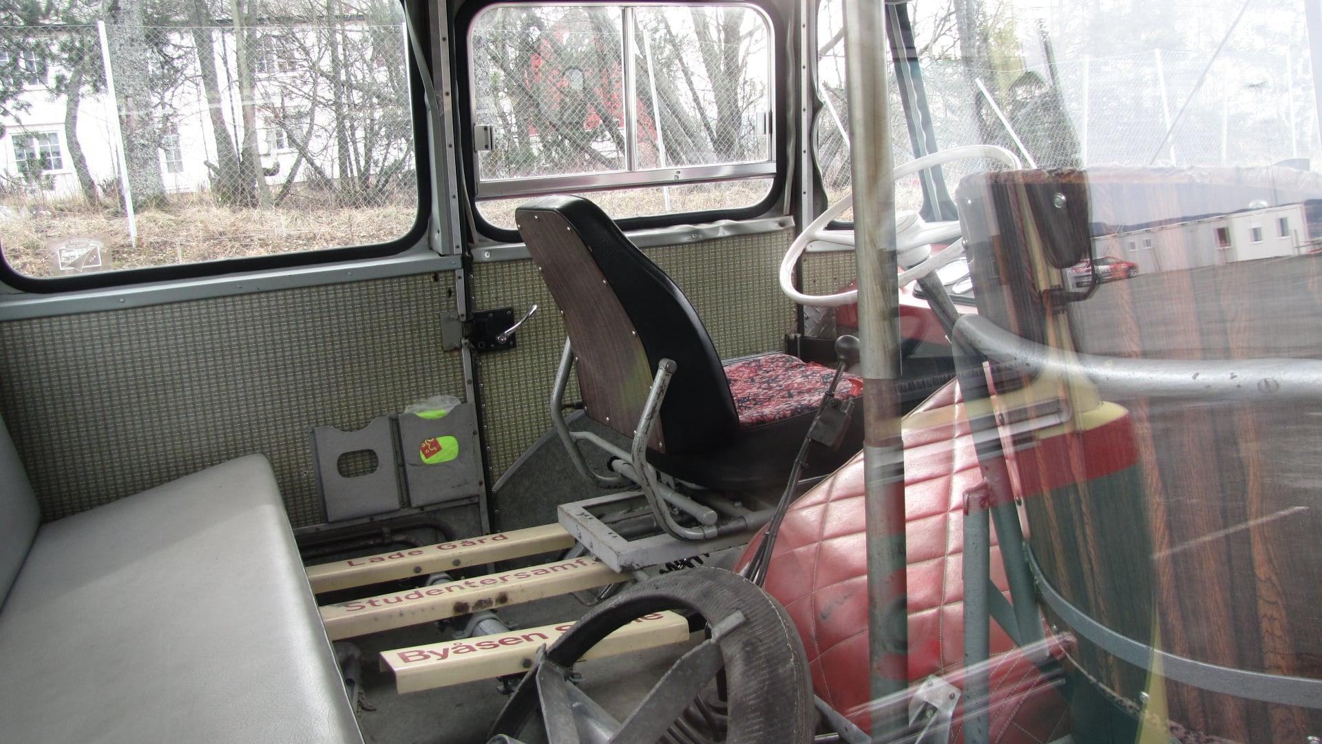 DAF-in-Noorwegen-Bus-voor-scholieren-Vrachtwagen-voor-melk-op-te-halen-Fosen-Schiereiland-naar-Trondheim--V-V-